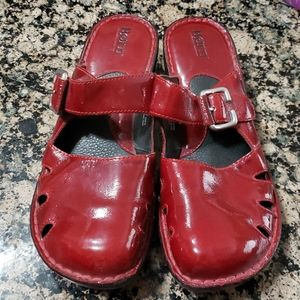BORN red patent leather slides